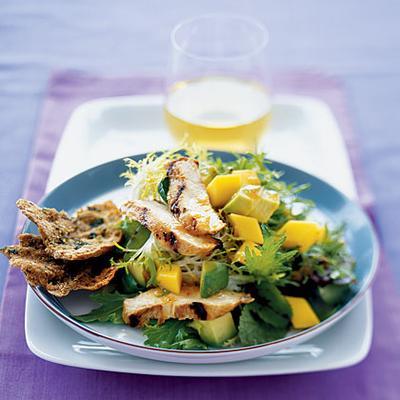 Salad Ayam Panggang Dengan Alpukat dan Mangga