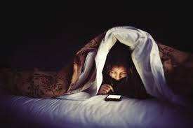 5. Jauhi Gadget Saat Mau Tidur