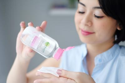 9 Makeup Remover Rekomendasi Beauty Blogger yang Ampuh Angkat Noda