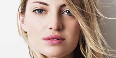 Tidak Ingin Pori-Pori Wajah Terlihat? Coba Lakukan Trik Makeup Ini!
