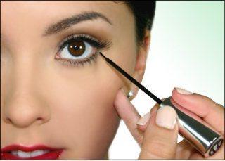 Gampang! Buat Eyeliner-mu Perfect dengan 3 Trik Dasar Ini!