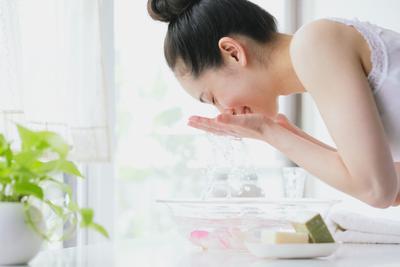 Tanpa Pakai Sabun, Inilah Cara Tepat Mencuci Wajah dengan Air untuk Kulit Wajah Lebih Sehat