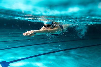 5. Jaga Kebugaran Dengan Berenang