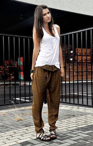 5 Pilihan Celana Panjang Nyaman Ini Tetap Bikin Keren, Bahkan untuk Kamu yang Berhijab!