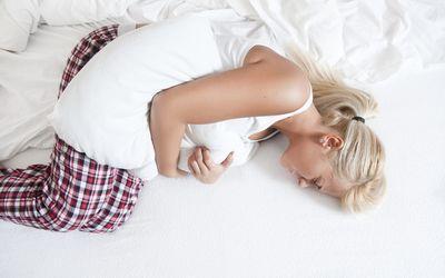 Atasi Rasa Kram Menyiksa Saat Menstruasi Dengan 5 Minuman Ini!