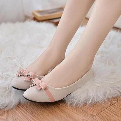 Flat Shoes Dengan Ujung Oval