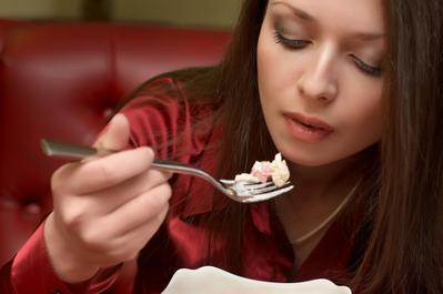 Tak Disangka, 6 Makanan dan Minuman Sehat Ini Dapat Menimbulkan Masalah Kulit dan Jerawat!