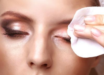 Lip & Eye Makeup Remover yang Efektif Membersihkan Noda dan Tidak Perih di Mata