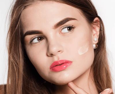 Kesalahan Sepele Menggunakan Foundation Ini Bisa Merusak Seluruh Tampilan Makeupmu Lho!