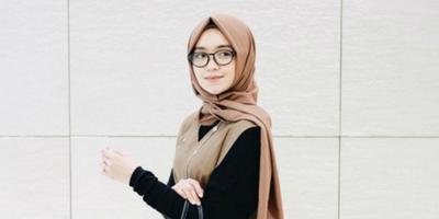 Suka Pakai Hijab Model Persegi Panjang? Ini Dia Bahan-Bahan yang Paling Cocok Untukmu!