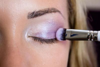 7 Jenis Brush untuk Makeup Mata Beserta Fungsinya yang Perlu Kamu Ketahui