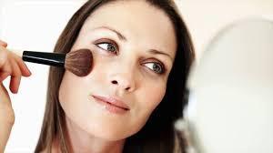Semua Wanita Perlu Tahu Tips Ini Agar Tidak Salah Memilih Warna Foundation!