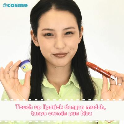 Touch up lipstick dengan mudah, tanpa cermin pun bisa