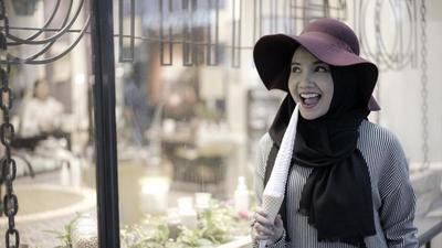 Inspirasi Tampilan Hijab Casual Ala Zaskia Sungkar