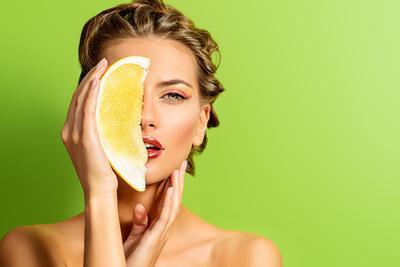 Yakin Vitamin C Bagus untuk Kulitmu? Intip Cara Kerjanya di Sini!