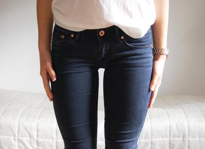 Mulai dari Menggunakan Oven Hingga Kulkas, Tak Disangka Cara Ini Membuat Celana Jeans Awet!
