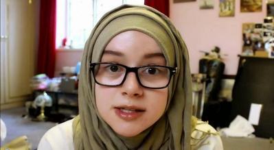 Pakai Kacamata di Lapisan Pertama Hijab