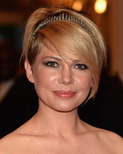 Gaya Rambut Pendek Terbaik dari Selebriti Hollywood yang Bisa Kamu Coba untuk Ke Pesta