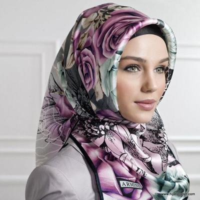 Tips Kreasi Jilbab Segi Empat yang Simpel dan Trendy