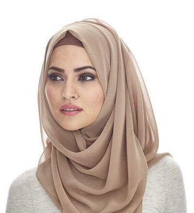Pilih Bahan Jilbab yang Nyaman Dipakai dan Cocok dengan Wajahmu