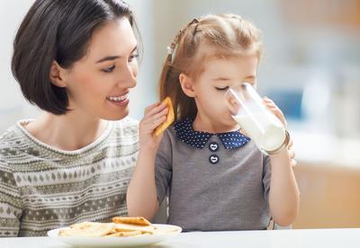 Anak Tidak Mau Minum Susu? Yuk Coba 5 Tips Ampuh Ini!