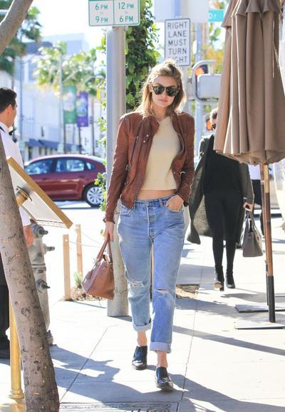 Boyfriend Jeans + Leather Jacket Ala Gigi Hadid