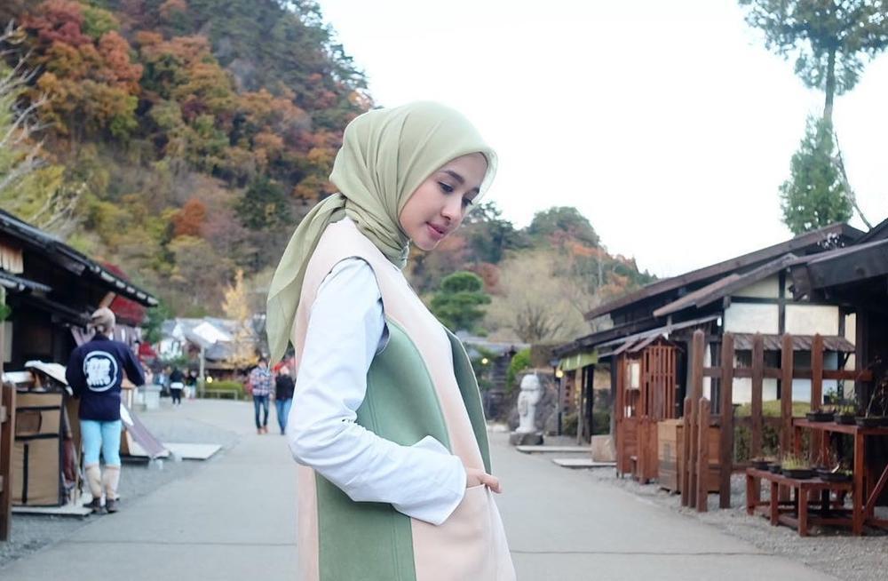 Tampil Anggun Dengan Model Hijab Simple Ala Laudya Cynthia Bella Yang Bisa Kamu Tiru Muslim
