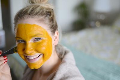 Cara Memutihkan Kulit Wajah Secara Alami dengan Masker Kunyit