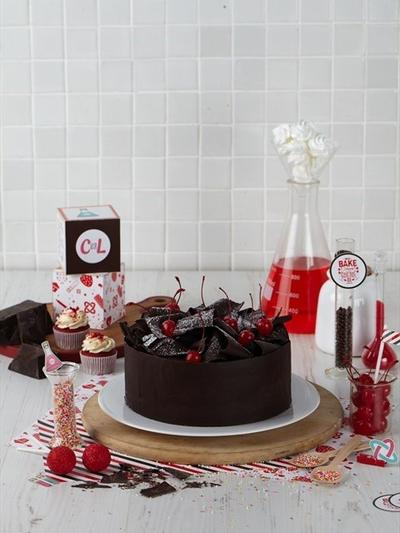 Lahap Makan Kue di Cake Lab