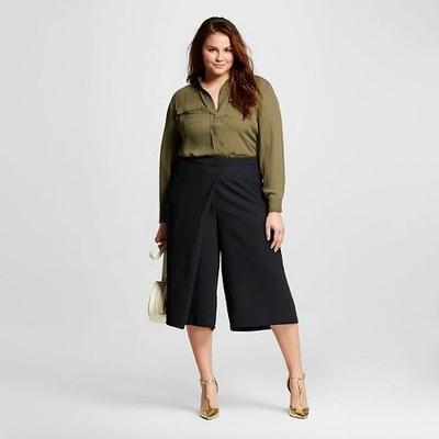 4. Pilih Celana Kulot Berwarna Gelap