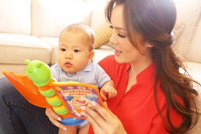Manfaat Membacakan Cerita Untuk Bayi yang Perlu Diketahui Para Orang Tua