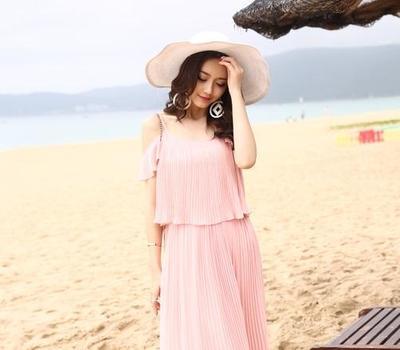 Intip Inspirasi Fashion Ini untuk Tampil Modis Saat Ke Pantai Tanpa Harus Terlihat Seksi!
