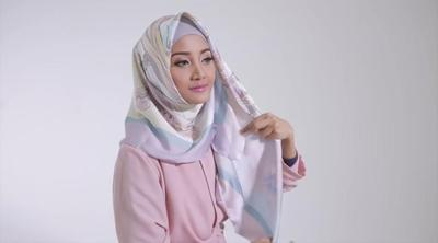 Ganti Model Jilbab Segi Empatmu yang Membosankan dengan Mengikuti Tutorial Hijab Ini!