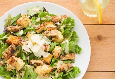 Ingin Diet dengan Menu Lezat? Yuk, Coba Resep Caesar Salad yang Lezat dan Sehat!