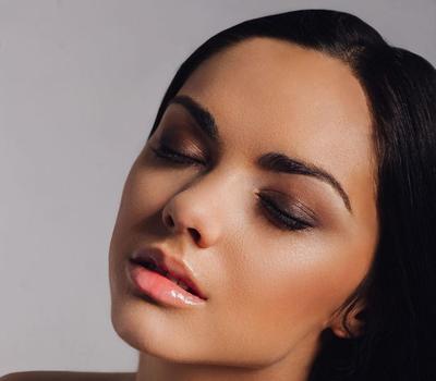 Tips Memilih Makeup Natural untuk Si Kulit Sawo Matang