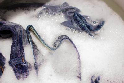 Ini Dia Cara Mudah Mencuci Jeans Baru Supaya Awet dan Tahan Lama