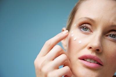 Hilangkan Jerawat dengan 4 Rekomendasi Obat Antibiotik Ini!