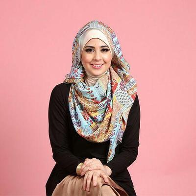 Style Hijab Motif Ala Risty Tagor
