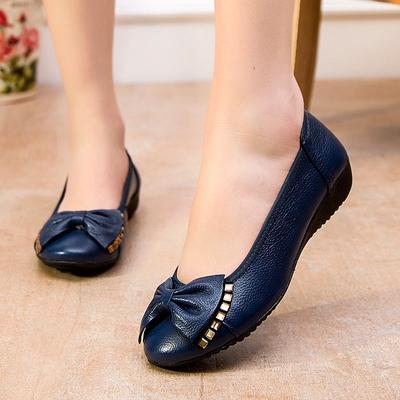 Jangan Salah, Ini Dia Tips Membersihkan Flat Shoes Sesuai dengan Jenis Bahannya!