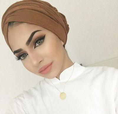Simpel dan Praktis, Ini Dia Tips Memakai Turban Untuk Wanita Berwajah Bulat