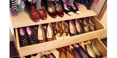 Pisahkan Flat Shoes Berbahan Kulit Sintetis dengan Kulit Asli