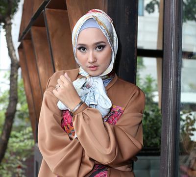 Ikuti 5 Gaya Hijab Ala Dian Pelangi Ini untuk Tampil Fresh dan Colorful!