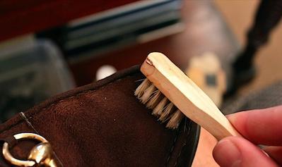 Tips Sederhana Merawat Flat Shoes Beludru Agar Tidak Mudah Rusak