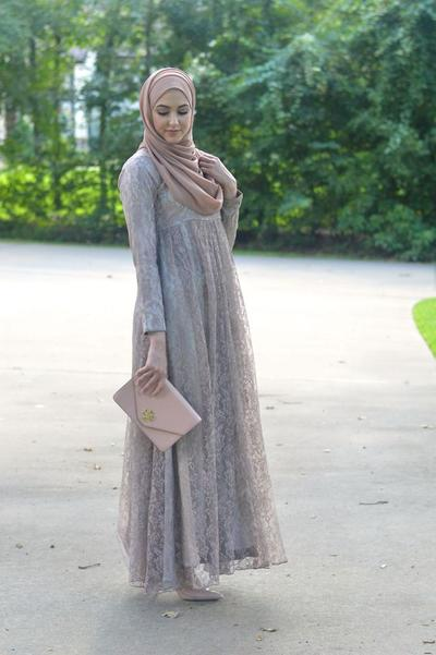 Pakai Lace Dress yang Anggun