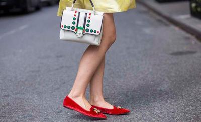 Tips Tampil Stylish ke Kantor Meskipun dengan Flat Shoes