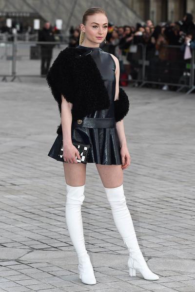 Gaya Paling Chic Para Selebriti Luar Negeri Saat Menghadiri Fashion Week