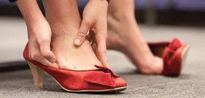 Psst, Ini Lho Trik Paling Jitu untuk Mengatasi Sepatu Kamu yang Kekecilan