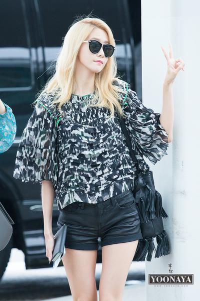 Tampil Cantik dan Stylish di Airport Ala Artis Korea, Ini Gaya Yoona SNSD