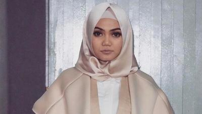 5 Rekomendasi Gaya Hijab Ala Rina Nose