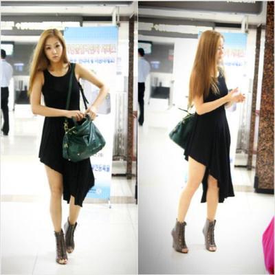 Tiru Padanan Outfit Serba Hitam yang Catchy Ala Style Keseharian Artis Korea Berikut!